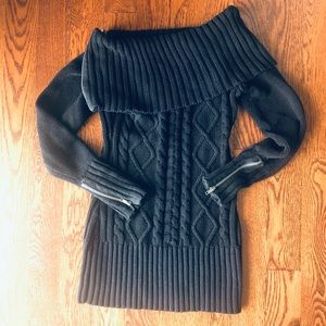 Like-new Guess versatile sweater